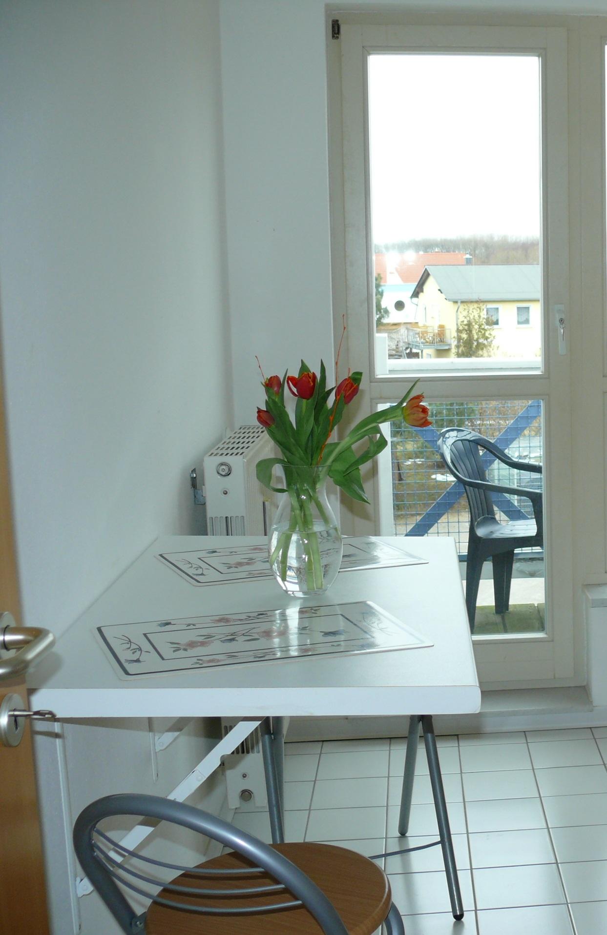 Vom Balkon an der Küche haben Sie Blick auf Ihren Parkplatz